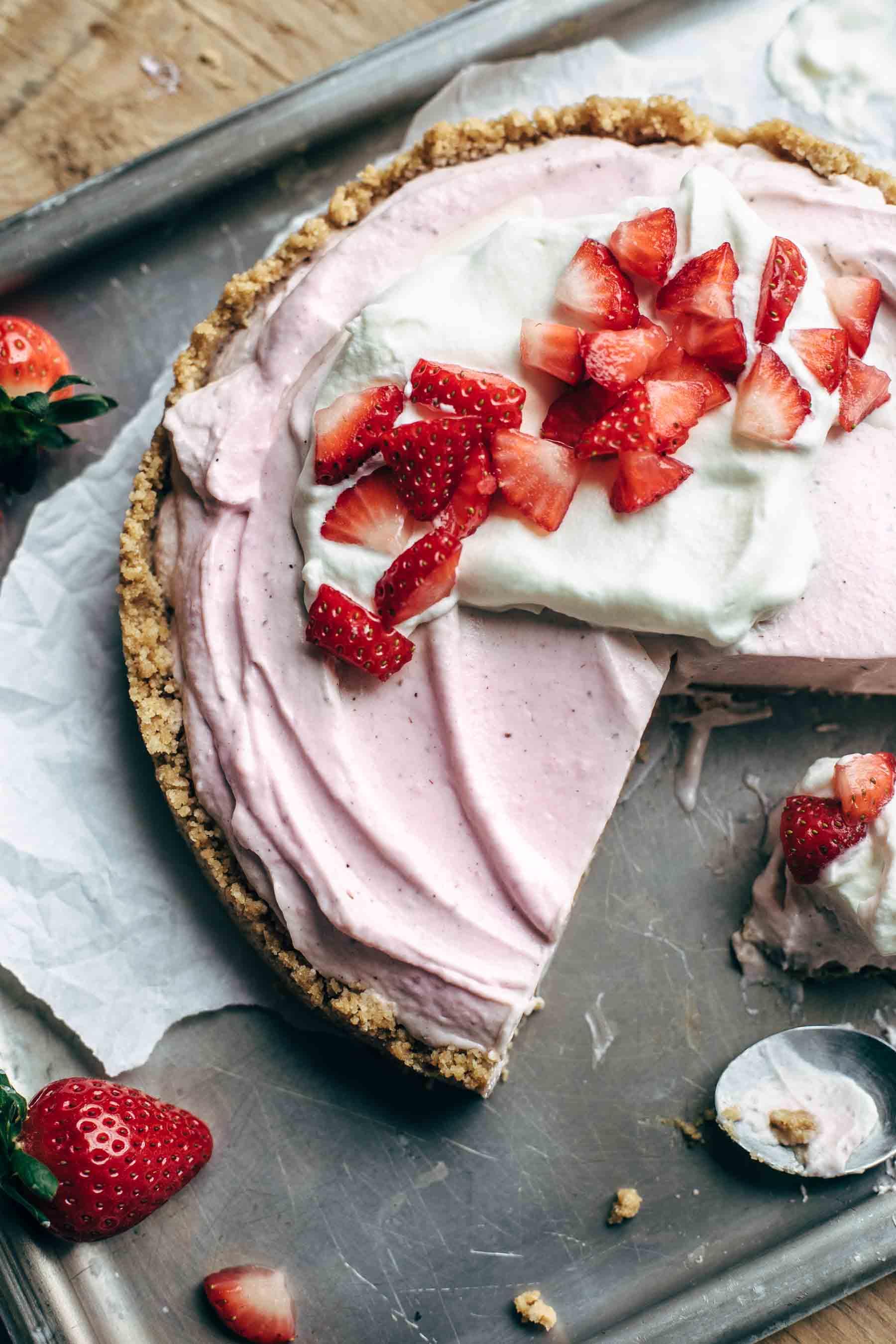 No-Bake Strawberry Cream Cheese Pie Recipe with Graham Cracker Crust