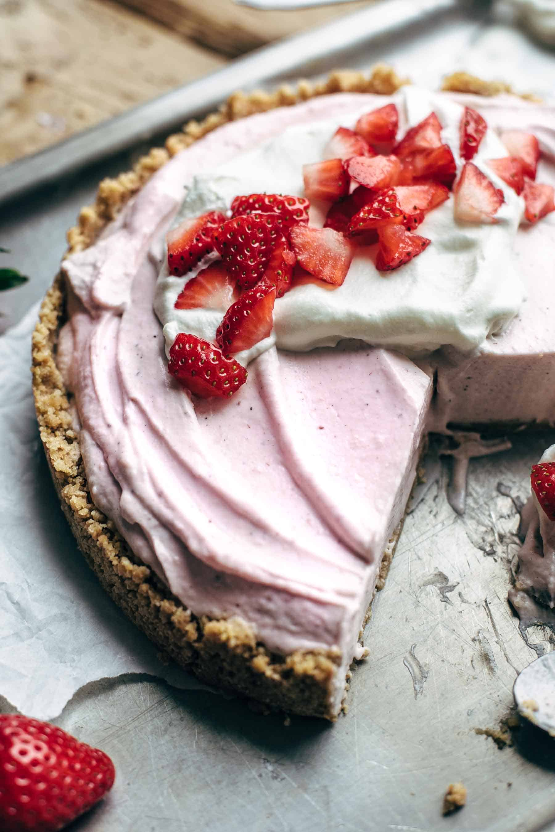 No-Bake Strawberry Cream Cheese Pie Recipe with Graham Cracker Crust