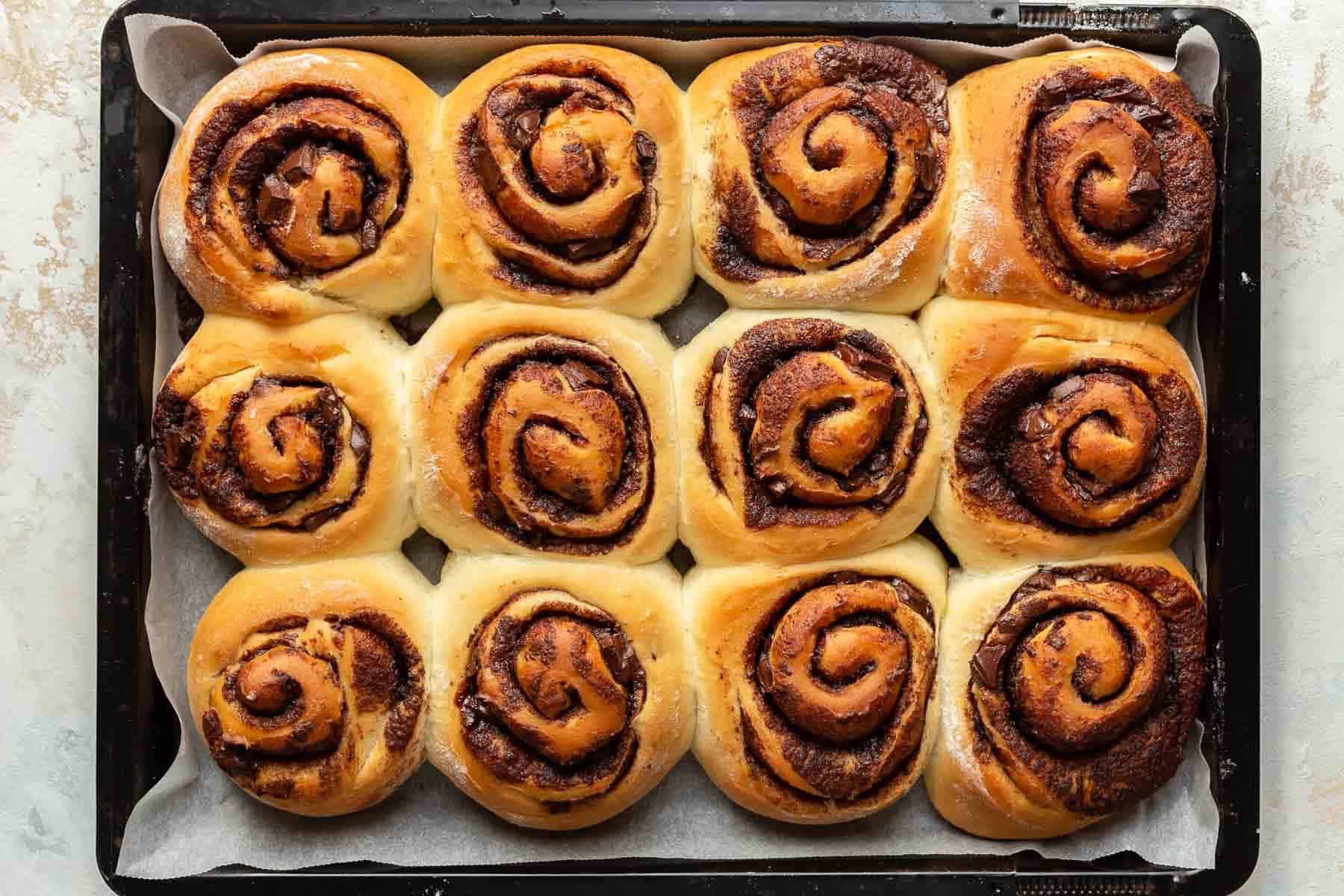 freshly baked cinnamon rolls in pan