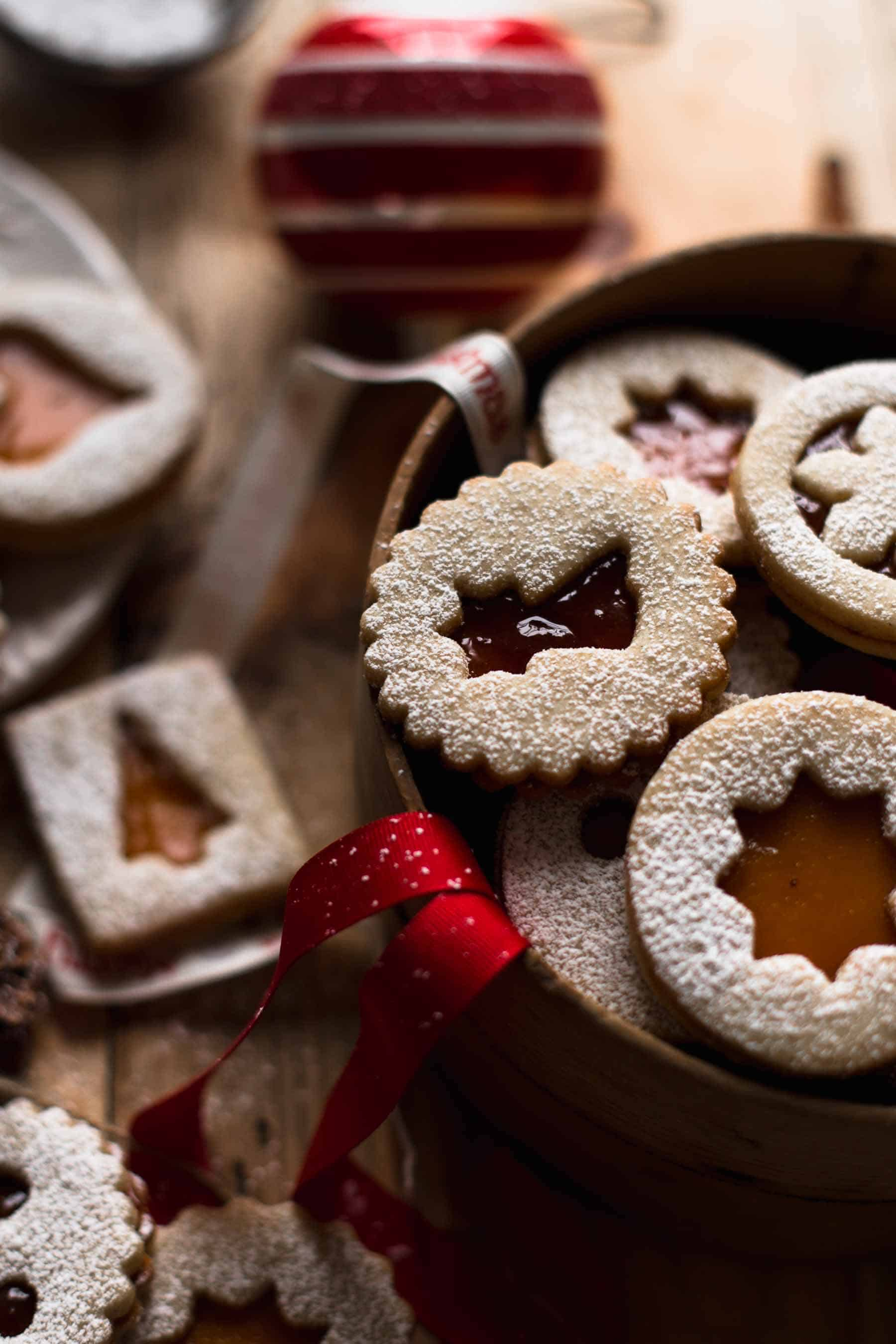 Linzer Cookies in a basket with decoration