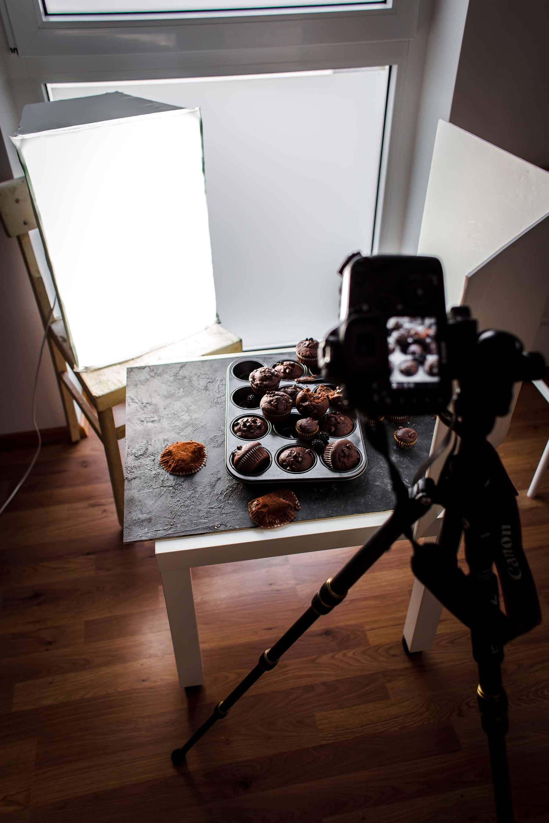 Food photography setup with artificial light