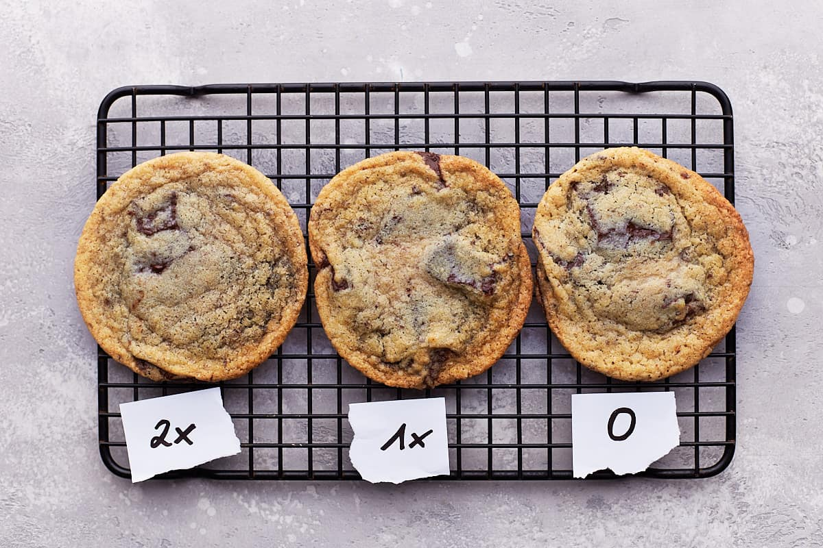 Three differently baked cookies on cooling rack with labels 2x, 1x, 0 underneath
