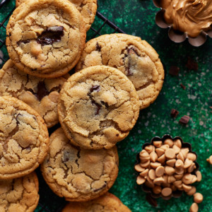 Half dozen cookies arranged above and next to each other
