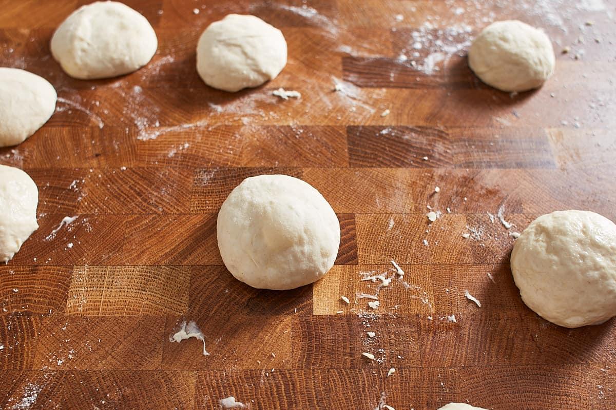 Little balls of pizza dough on a work surface
