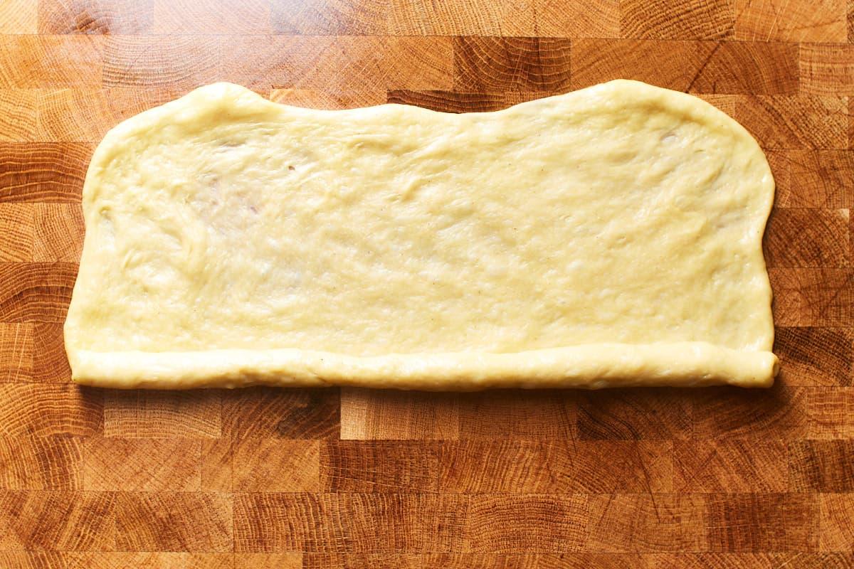 Rolling up flatten dough into a strand