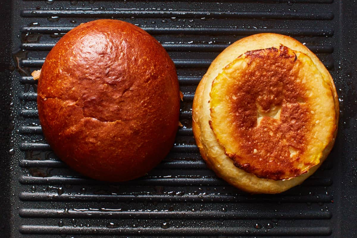 Toasting buns in a grill pan